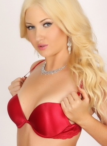 Blonde Stunner Ashlie Looks Classy And Stunning In Her Red Satin Bra And Panties With Diamond Jewelry - Picture 6