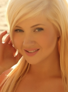 Blonde Beach Babe Ashlie  In A Skimpy Strapless Shinny Bikini - Picture 2