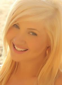 Blonde Beach Babe Ashlie  In A Skimpy Strapless Shinny Bikini - Picture 4